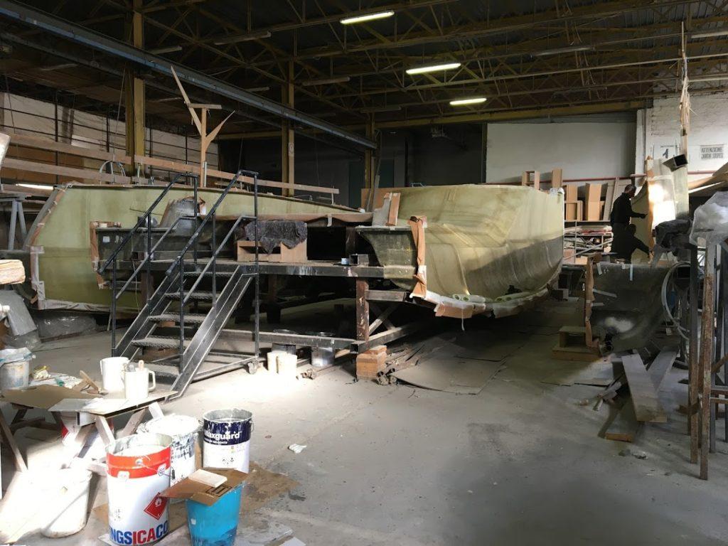 construction des catamarans de c-catamarans dans le chantier Fiumicno à Rome